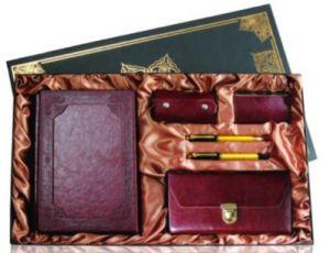 ست 6تیکه  قهوه ای سررسید جعبه دار، کیف پول، عینک ، جاکارتی ، خودکار و روان نویس کد 60